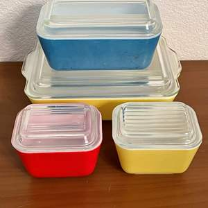 Lot# 75- Vintage Pyrex Glass Refrigerator/Ovenware- Made in the USA