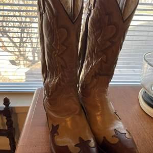 Lot# 113- Men's Boots, Shoes, Men's Clothing, Formal Wear, Suits, Dress Shirts, Shoe Rack
