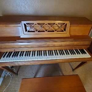 Lot# 140-Wurlitzer Piano w/Bench & Piano Lesson Books