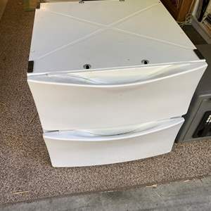 Lot # 32 - Washer/Dryer Stands/Drawers