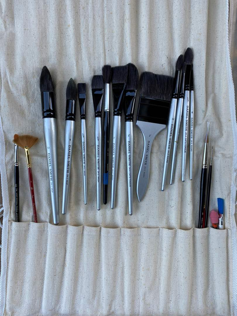 Lot # 34 - High Quality Brushes  (main image)