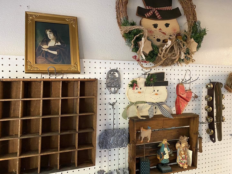 Lot # 153 - Wall Decor Items (main image)