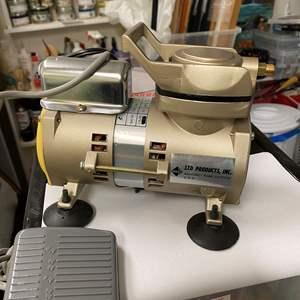 Lot # 259 - Air compressor, air brush and supplies