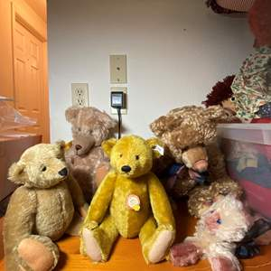 Lot # 284 - Steiff Bears and Friends