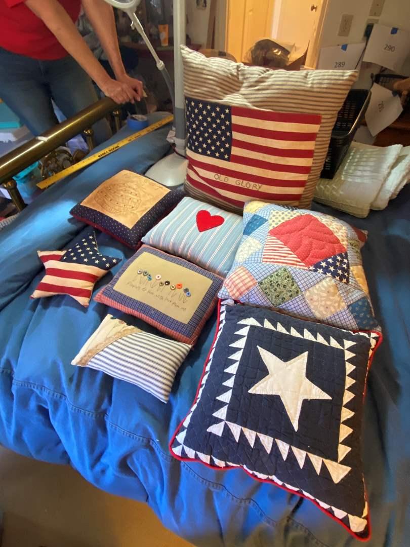 Lot # 293  - Hand made patriotic pillows (main image)