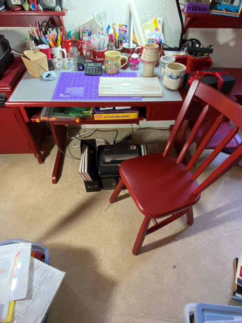 Lot # 304 - Office Desk, Chair, Supplies and Shredder (main image)