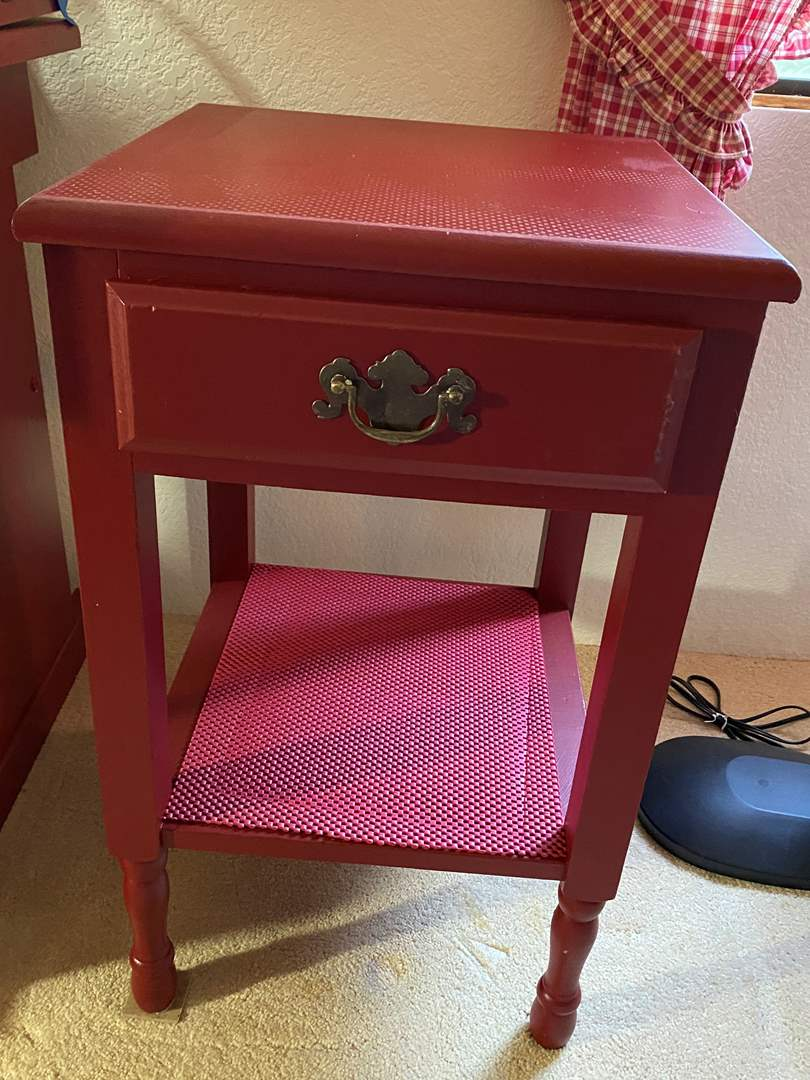 Lot # 306 - End Table (main image)