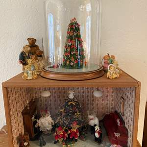 Lot # 384 - Perfect Christmas Bear Diorama