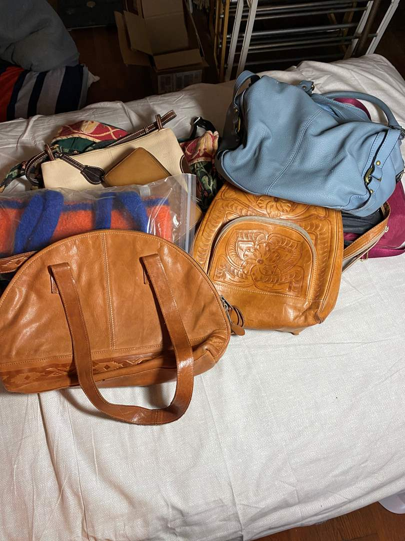 Lot # 399 - 10 Purses Including Hobo and Dooney & Bourke (main image)