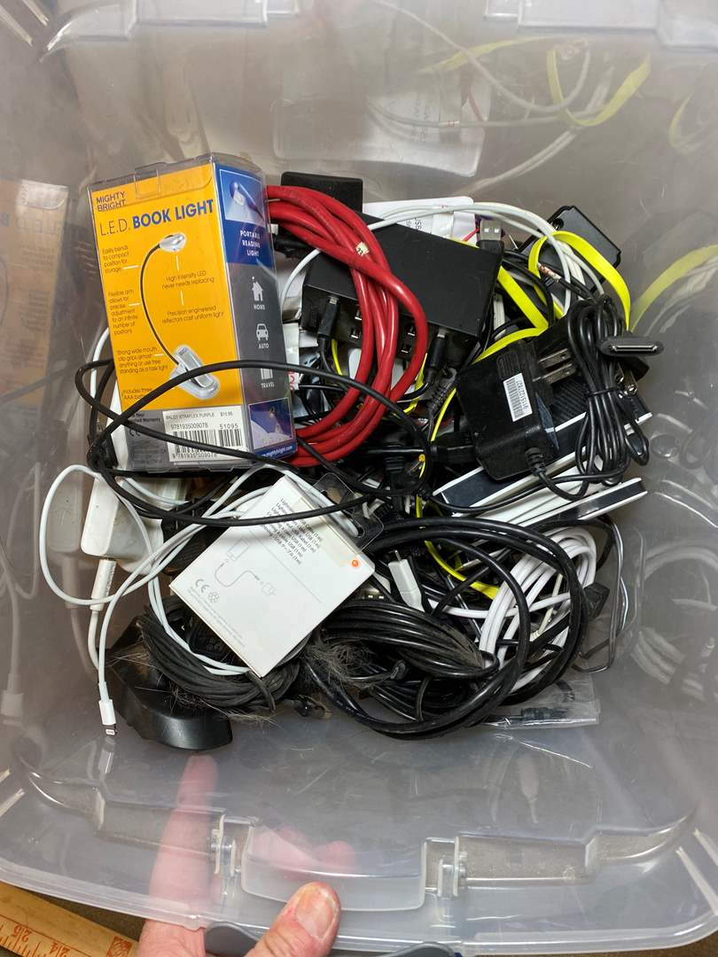Lot # 475 - Electronics Lot of Chargers (main image)