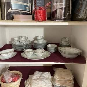Lot # 479 - Bedroom Closet Contents