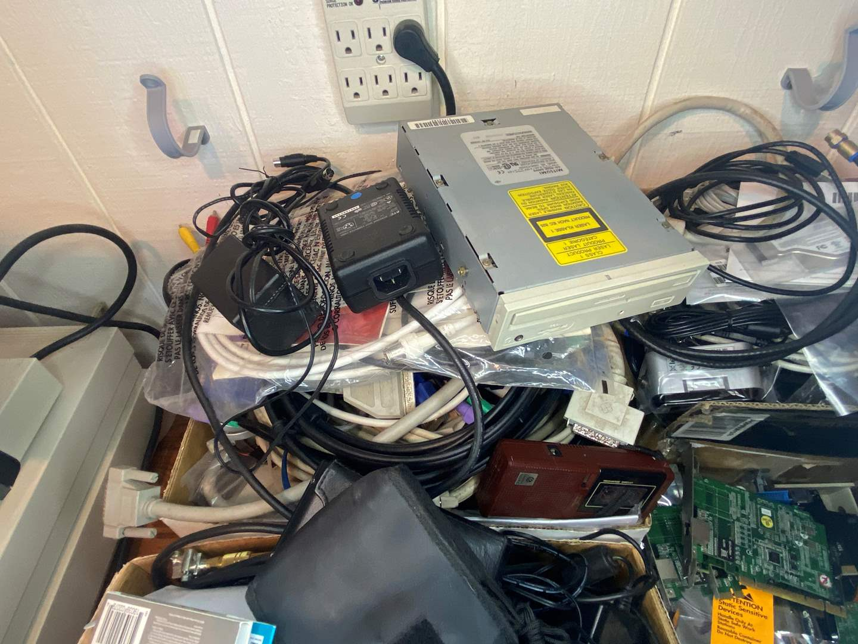 Lot # 491 - Misc Electronics  (main image)