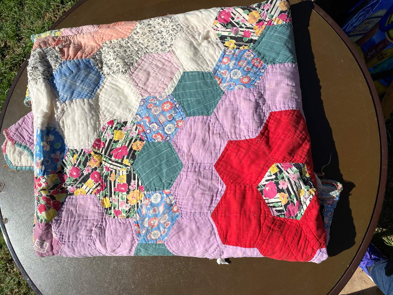 Lot # 594 - Handmade Quilt (main image)