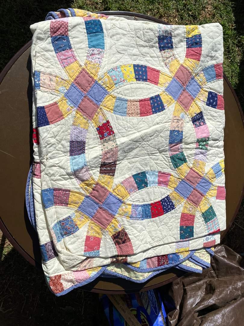Lot # 595 - Handmade Quilt (main image)