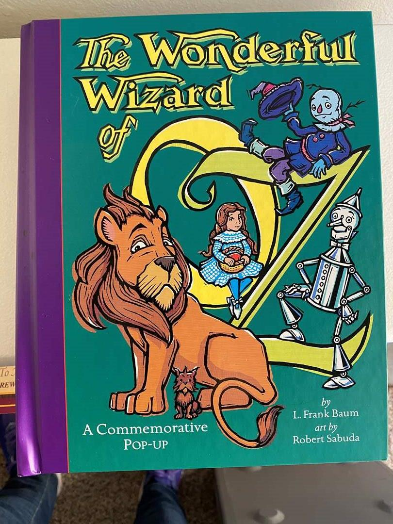 Lot # 28 - 6 Pop-up Books, Alice in Wonderland, Wizard of Oz and Christmas Books (main image)