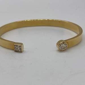 Lot # 198 - 18k Gold Bracelet with .75c round Diamond and .55c Square Diamond (27.5g)
