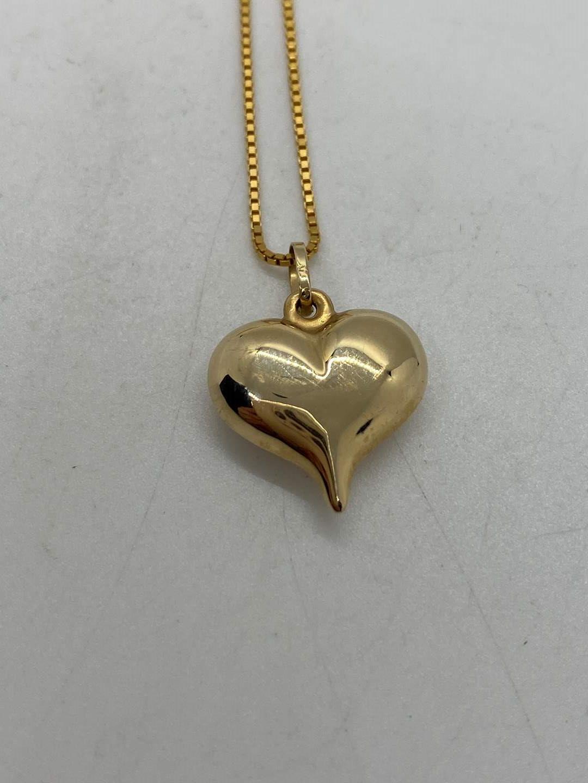Lot # 214 - 14k Gold Hallmark necklace & 14k heart (2.8g) (main image)