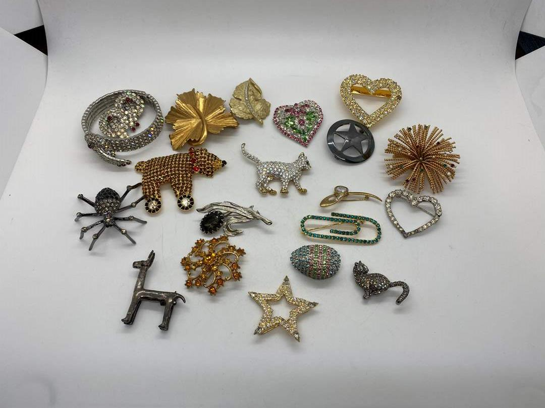 Lot # 217 - Brooches (main image)