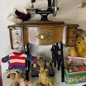 Lot # 320 - 2 Mini Singer Sewing Machines and Decor Items