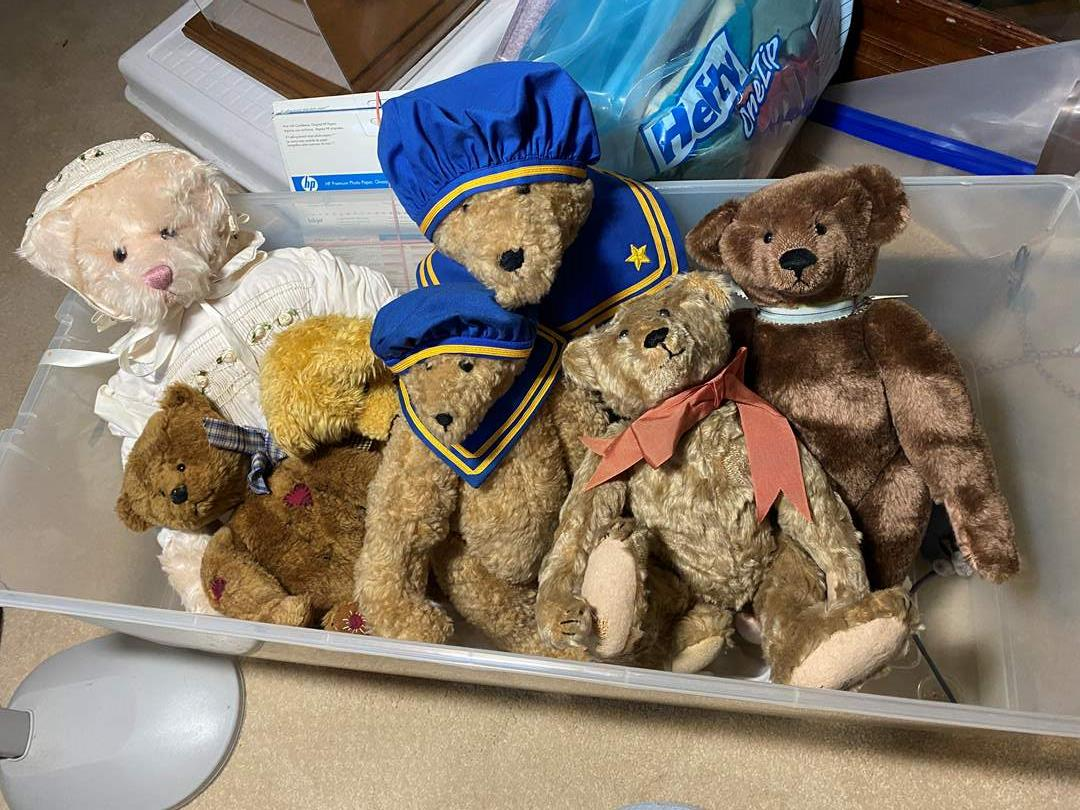 Lot # 353 - Large Tote with Three Oversized Bears and small ones (main image)