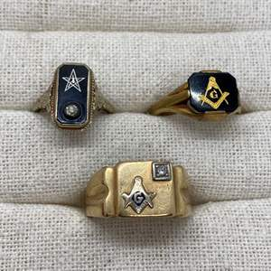 Lot # 418 - 14k Gold Rings with Diamonds (20.0g)
