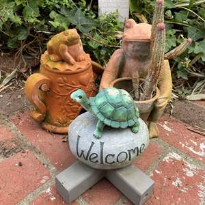 Lot # 519 - Frog & Turtle Yard Decor