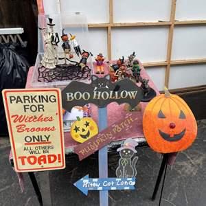 Lot # 539 - Halloween Decor