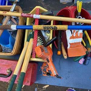 Lot # 615 - Gardening Tools