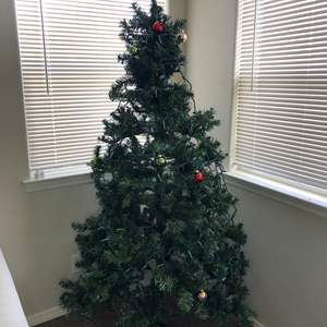 Lot # 7 - 6FT Christmas Tree with Lights Breaks down for easy storage