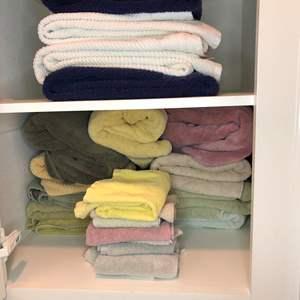 Lot # 17 - Bath Towels