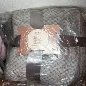 Lot # 19 - Plush Throw Blankets