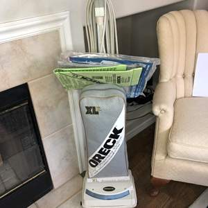 Lot # 20 - Oreck XL2 Vacuum Cleaner