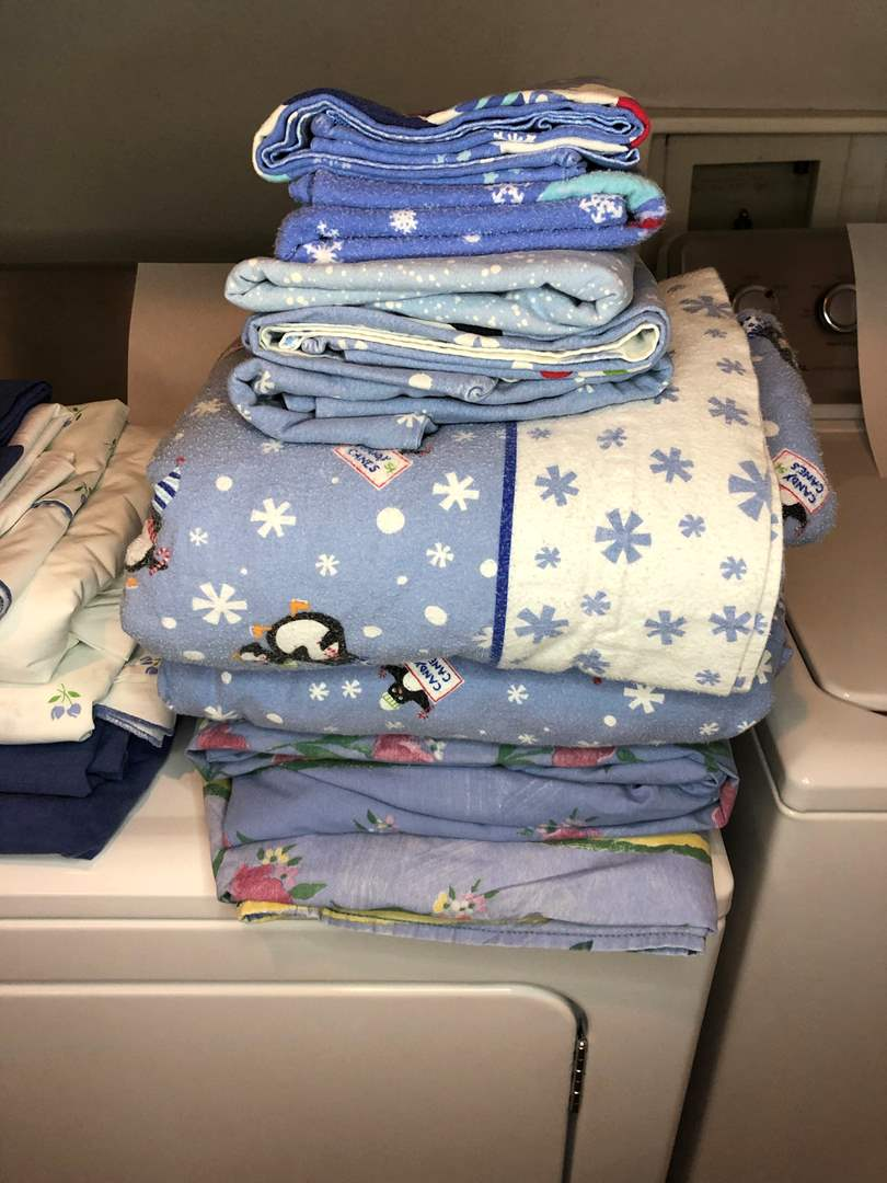 Lot # 25 - Full and Queen Size Sheets (main image)