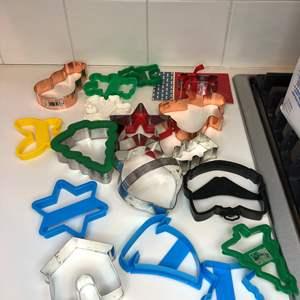 Lot # 50 -Hamilton Beach Crockpot, Little Dipper Crockpot, Fondue Set , and Baking molds