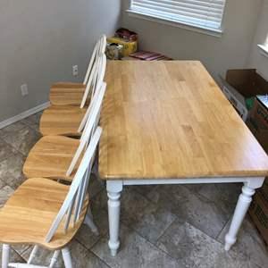 Lot # 58 - Farmhouse 5 piece dining table