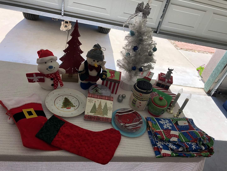 Lot # 60 -  Multiple Christmas Items (main image)