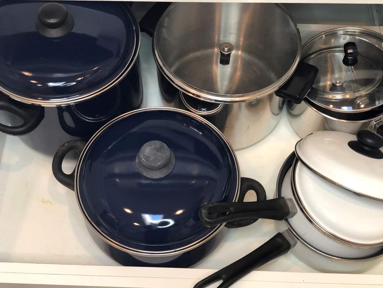 Lot # 49 - Pots and Pans - Faberware  (main image)