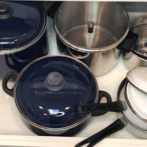 Lot # 49 - Pots and Pans - Faberware