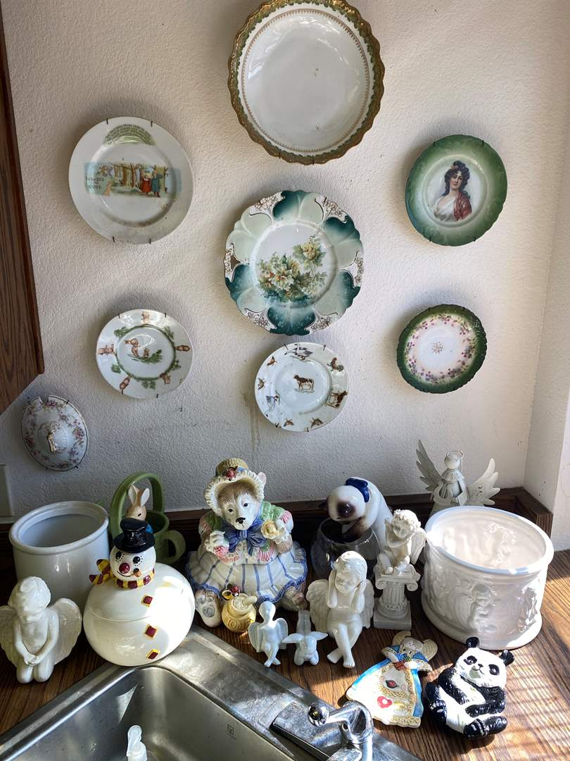Lot # 655 - Collection of Vintage Goods (main image)