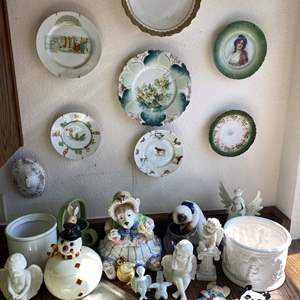 Lot # 655 - Collection of Vintage Goods
