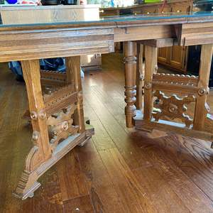 Lot # 693 - Antique Table, 4 Chairs, 2 Leaves & Glass Top