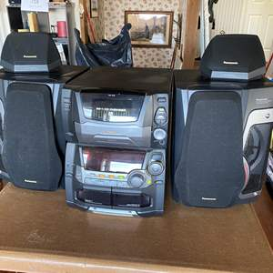 Lot # 726 - Panasonic CD Stereo System SA-AK75 with Multi Speaker System