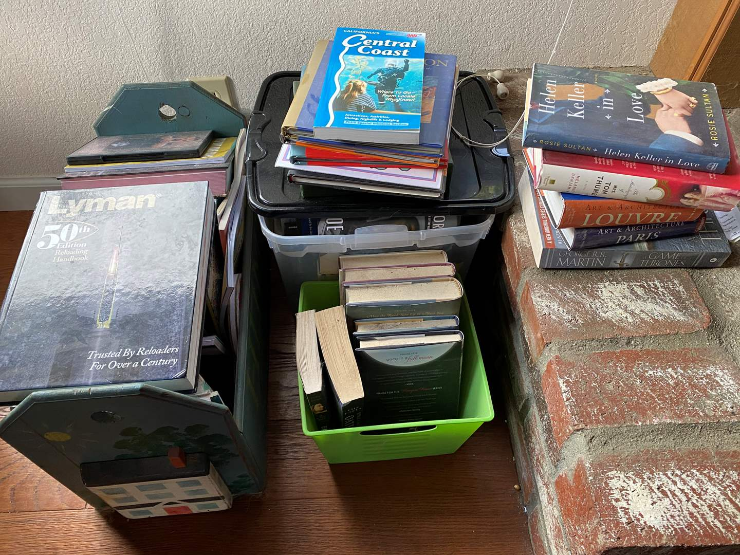 Lot # 727 - Wide Variety of Books (main image)