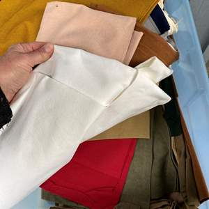 Lot # 729 - Large Tote of Suede