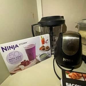 LOT # 36 - Ninja Food Processor, Hamilton Beach Juicer, Gotham Steel Copper Bacon Cooker