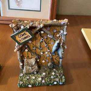 LOT # 52 - Angling Lovers Decorations (Fishing Decor)