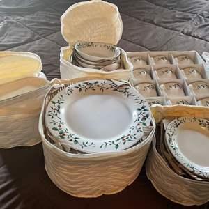 LOT # 99 - Christmas Plate serving Set