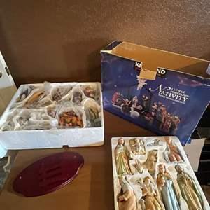 LOT # 102 - 13 Piece Porcelain Nativity Set/ Ceramic Nativity Set