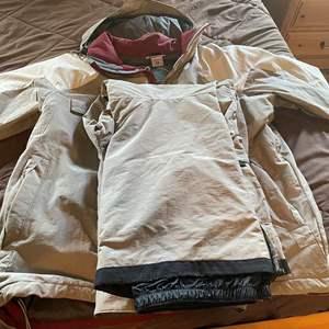 """LOT #  109 - Columbia """" Convert"""" Ski Suit Size XL"""