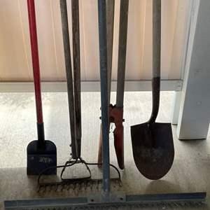 LOT #  121 - Yard Tools